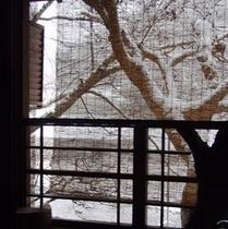冬:窓から見る雪景色