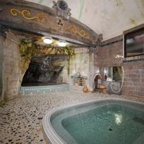 昔ながらの洞窟風呂