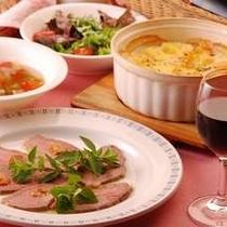 ローストビーフ、ポテトグラタン(夕食の一例)