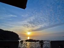 当館から眺める夕日は絶景です。