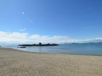 当館前の砂浜です
