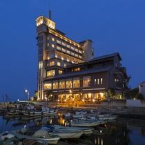 270度のランドスケープと風情ある港に隣接したローケーション抜群の「ホテル鴎風亭」