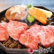 ジュワっと溢れる肉汁。陶板焼メインの懐石