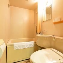 *ツイン(客室一例)/各客室にユニットバスが完備されています。