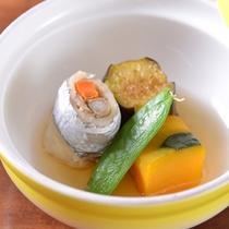 *お夕食一例(炊き合わせ)/太刀魚の巻煮、小角南京、茄子。