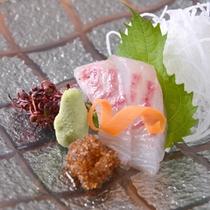 *お夕食一例(お造り)/漁場が近くだからこんなに美味しく!