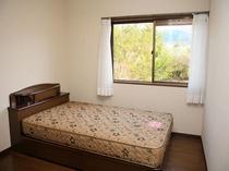 2階寝室A