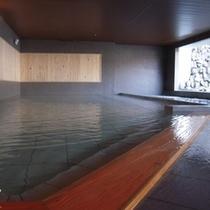 【祈りの湯(地下1階)】半露天風呂