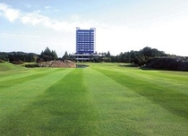 ゴルフコースの中心に建つホテル