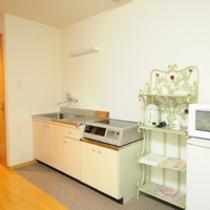 【キッチン】IHコンロ・冷蔵庫・電子レンジ有り。