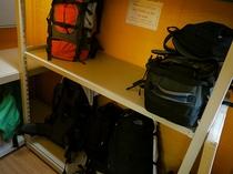 【荷物室】 - チェックイン前、チェックアウト後でもお荷物をお預かりします。