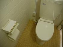【共用のトイレ】 いつも清潔にお使い頂けるよう清掃に注力しております♪