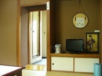 和室8畳バス・トイレ・洗面所が近くて便利: