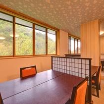 *お食事処/旬の恵みをたっぷりと味わいながら、松川渓谷の美しい景観に満たされるひと時を。