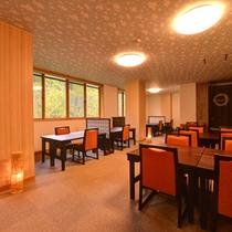 *食事処/お部屋と同じく大きな窓があり、朝食時には爽やかな景色が広がります。