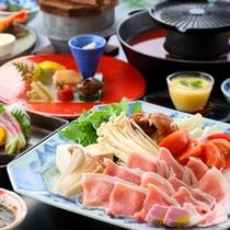 ☆【トマト鍋】出し汁に野菜を入れて、お肉を焼いて・・