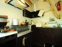 【キッチンスペース】炊飯器もありますが、かまどでご飯を炊くことができますよ★