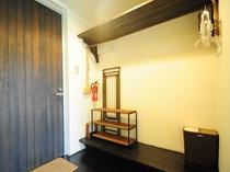 【4人部屋(2段ベッド×2)】玄関の様子