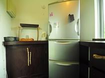 【キッチンスペース】別棟にある全客室共同のキッチンです。
