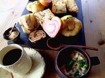 【ご朝食】選べるドリンクの他に具だくさんのスープで朝から栄養満点!
