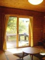 1階テラス付き和室。