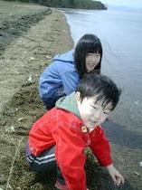 浜での水遊びで子供達も大喜び!
