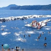 【7月中旬~8月中旬】石花海の目の前には海水浴場『ウキウキビーチ』