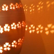 【ラウンジ】やわらかな光に包まれる館内