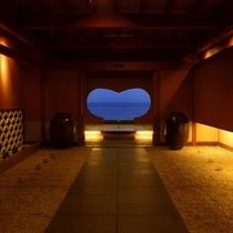 【エントランス】石花海はハートでお出迎え♪