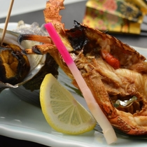【夕食一例】サザエ・伊勢海老の焼物