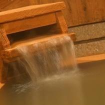 源泉をたっぷり楽しめる貸切風呂は贅沢なひととき♪
