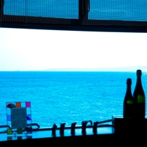 【ラウンジ】目の前に広がる海♪