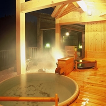 【陶磁器露天風呂】星空を眺めながらご入浴をお楽しみください。