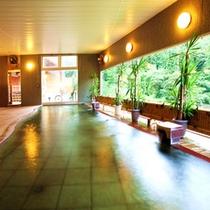 【大浴場】泉質は無色透明の単純温泉。お肌に優しい弱アルカリ性。
