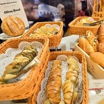 *お食事一例/ご好評をいただいているパンも各種。
