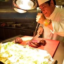 *お食事一例(鹿肉のロースト)/外はしっかり焼かれているのに中はしっとりとしたレア感がたまらない。