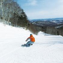 *ウィンタースポーツ/爽快!見下ろす雪景色とともにスノーボードで駆け抜ける!