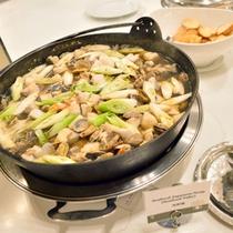 *お食事一例(海鮮鍋)/身体の芯まで温まる、海の幸のお鍋。