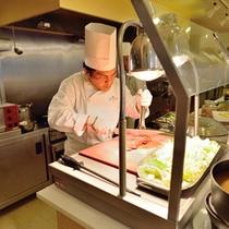 *お食事一例(鹿肉のロースト)/シェフたちが心を込めて毎日調理させていただきます♪