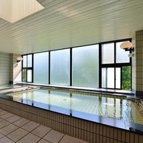 *大浴場/日本人にはやっぱり嬉しい広い浴槽。