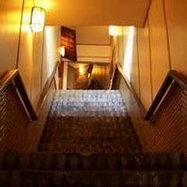 *露天風呂・離れ室へは、階段を使って(約80段!)エクササイズ!