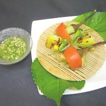 *【夏野菜の焼き物】美味しい夏のお野菜を、彩り豊かに調理いたしました。