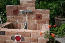 温水シャワー付き足洗い場★玄関前にあります