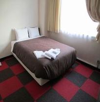 ベッドは140cm幅☆ダブルルーム