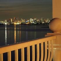 ■バルコニーから望むベイエリアの夜景