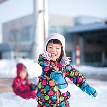 【冬】真っ白な雪にゴロン!