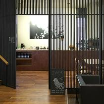 【1階 ラウンジ】珈琲専門店「カフェgita」営業時間8時~20時まで。