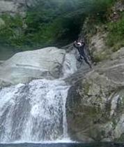 キャニオニング・滝壺へダイブ