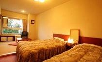 和室4.5畳+ベッド2台
