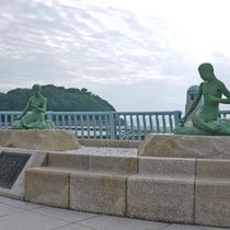 八百比丘尼伝説のシンボル「人魚」をモチーフとした海水浴場。当館目の前です♪